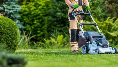 Professional,Caucasian,Gardener,In,His,40s,Trimming,Grass,Lawn,Using